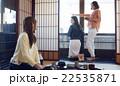 金沢を旅行する女性たち 22535871