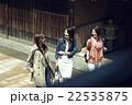 金沢を旅行する女性たち 22535875