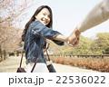 旅行するカップル 22536022