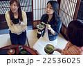 金沢を旅行する女性たち 22536025