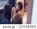 金沢を旅行する女性たち 22536063