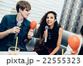 カラオケを楽しむ外国人 22555323