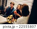 カラオケを楽しむ外国人 22555807