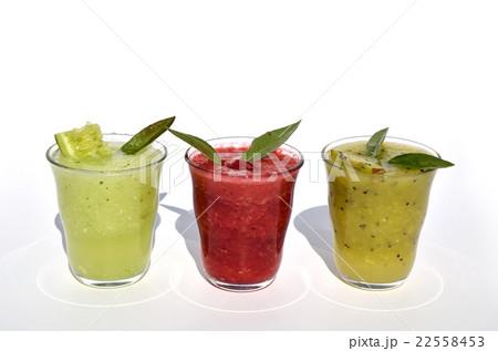 Fresh cucumber, kiwi and raspberry smoothiesの写真素材 [22558453] - PIXTA