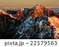 鳳凰三山・観音岳から見る朝焼けの甲斐駒ヶ岳と乗鞍岳、槍・穂高連峰 22579563