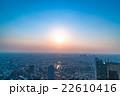 東京都心の住宅街の夕景 22610416