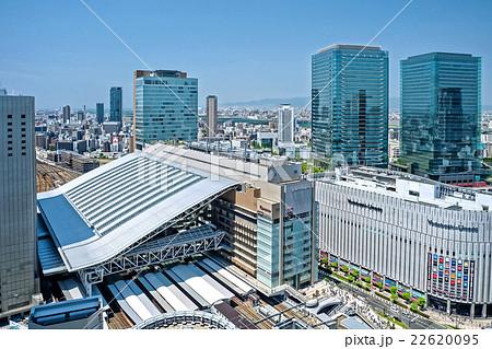 大阪駅とグランフロントビル 22620095