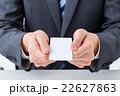 マイナンバー クレジットカード 白いカード 男性社員 ビジネスマン ビジネスイメージ 22627863