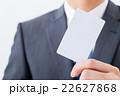 マイナンバー クレジットカード 白いカード 男性社員 ビジネスマン ビジネスイメージ 22627868