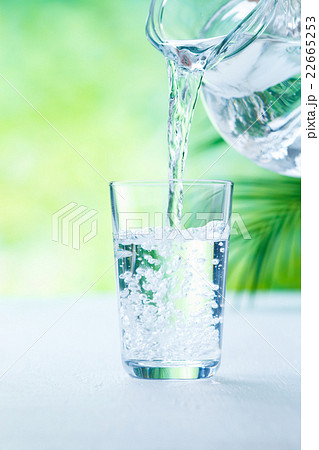 水を注ぐの写真素材 [22665253] - PIXTA