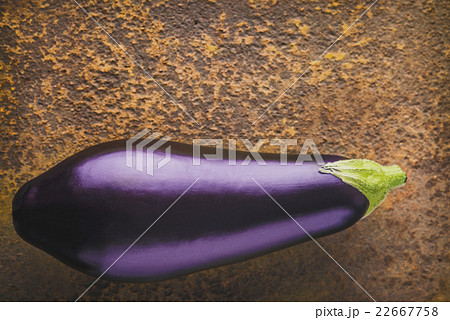 Eggplant on the brown stone background top viewの写真素材 [22667758] - PIXTA