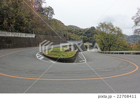 360度カーブの山道。橘バイパス脇の旧道。香川県小豆郡小豆島町、日本。2015年12月6日 22708411