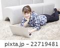 20代女性パソコン 22719481