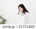 体調不良の女性 22731885