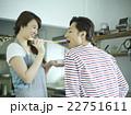 料理をする夫婦 22751611