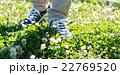 歩く 男性 足元の写真 22769520