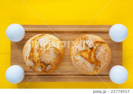 Golf breakfast - Two wheat bread and golf ballsの写真素材 [22779557] - PIXTA