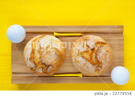 Golf breakfast - Two wheat bread and golf ballsの写真素材 [22779558] - PIXTA