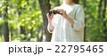 女性と小道具 22795465