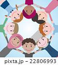 円陣を組む世界の人々 22806993