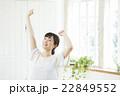 伸び ポートレート 女性の写真 22849552