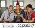 誕生日を祝うシニア 22856817
