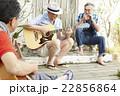 趣味を楽しむシニア 音楽 22856864