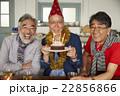 誕生日を祝うシニア 22856866