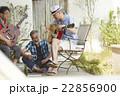 趣味を楽しむシニア 音楽 22856900