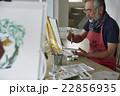趣味を楽しむシニア 絵画 22856935
