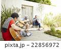 趣味を楽しむシニア 音楽 22856972