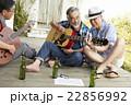 趣味を楽しむシニア 音楽 22856992