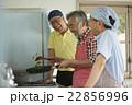 趣味を楽しむシニア 料理 22856996