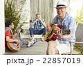 趣味を楽しむシニア 音楽 22857019