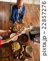 男性 シニア ホームパーティーの写真 22857276