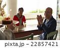 誕生日を祝うシニア 22857421