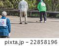 ゲートボールを楽しむ老人 22858196