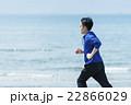 海岸でランニングする若者 22866029