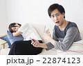 カップル 夫婦 スマートフォンの写真 22874123