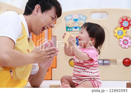 保育園 (保育 道徳 積み木 赤ちゃん オモチャ おもちゃ 玩具 仕事 ビジネス 保育士 園児) 22892095