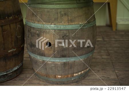 古いワイン樽 22913547