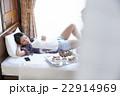 朝食を食べるカップル 22914969