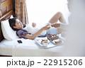 朝食を食べるカップル 22915206