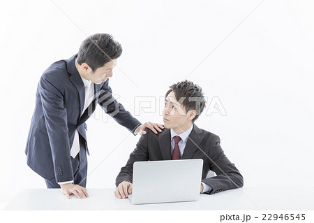 スーツの男性2人 22946545