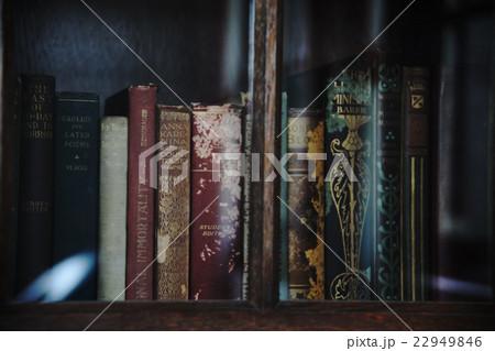 古い本棚 22949846