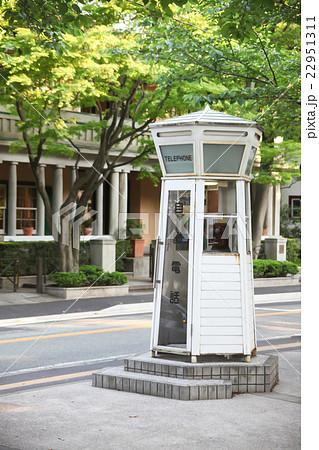 白い電話ボックス 22951311