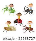 昆虫に乗った子供 22963727
