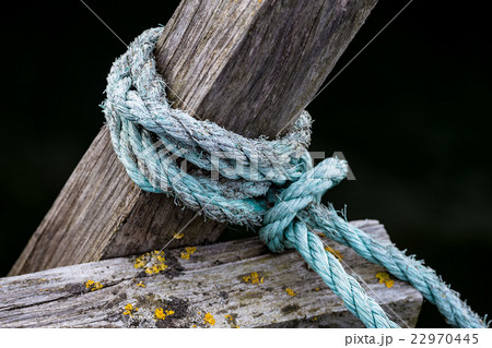Rope on a wooden pierの写真素材 [22970445] - PIXTA