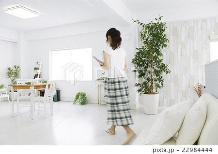 女性 若い女性 ライフスタイル の写真素材 [22984444] - PIXTA
