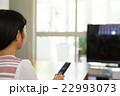 女性 リモコン チャンネルの写真 22993073